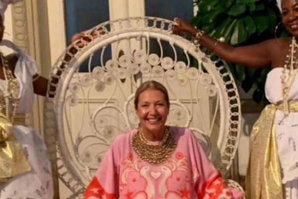 9b64992b34f77 Diretora da Vogue Brasil demite-se depois de celebrar os 50 anos com festa  alusiva à escravatura. A polémica estalou quando Donata Meirelles ...