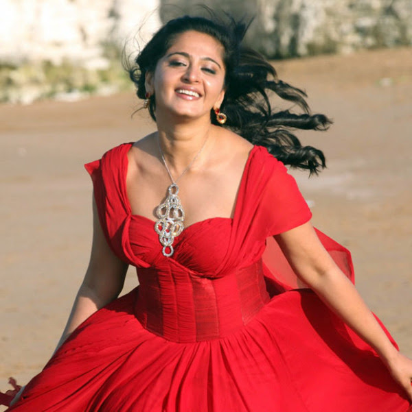 anushka hot photos in siva thandavam 20 Anushka Hot Photos in Siva Thandavam