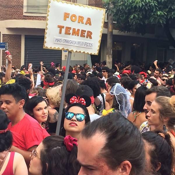 Resultado de imagem para fora temer no carnaval 2017