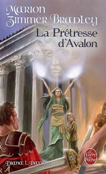 Couverture Le Cycle d'Avalon, tome 4 : La Prêtresse d'Avalon
