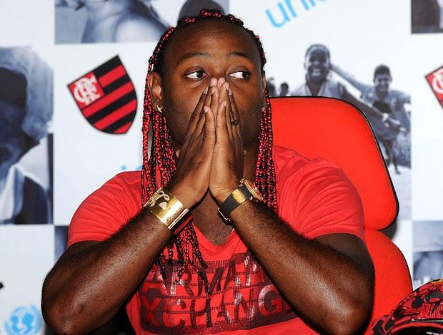 Vagner Love apresentado no Flamengo (Foto: André Durão / GLOBOESPORTE.COM)