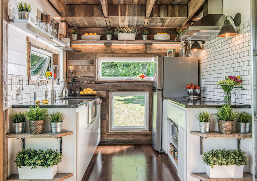 10 Awesome DIY Farmhouse Kitchen Decorating Ideas