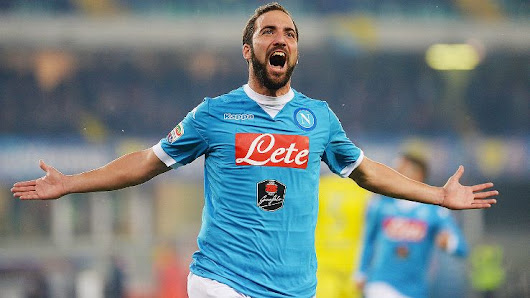 Official: Juventus sign Gonzalo Higuain from Napoli.