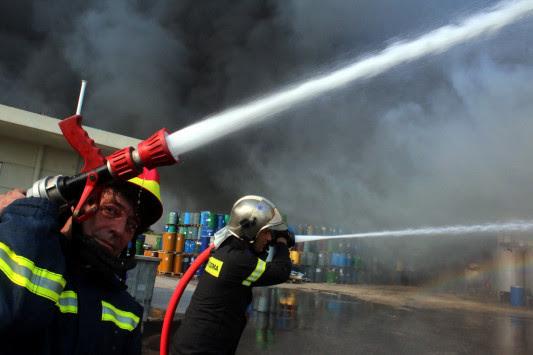 Πάτρα: Φωτιά τώρα στην ΒΙΠΕ - Οι φλόγες καίνε αποθήκη εργοστασίου!