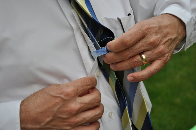 как носить галстук чтобы не задирался