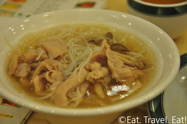 Shredded Chicken and Mushroom with Vermicelli in Soup