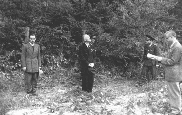 Former Romanian prime minister Ion Antonescu (center) before his execution as a war criminal. Camp Jivava, near Bucharest, Romania, June 1, 1946.