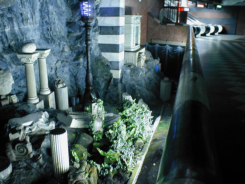 Stockholm Tunnelbana Kungstradsgarden.jpg