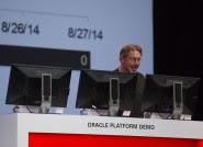 """Larry Ellison bromeaba con su """"nuevo"""" cargo de CTO al hacer él mismo dos demostraciones de las nuevas funcionalidades"""