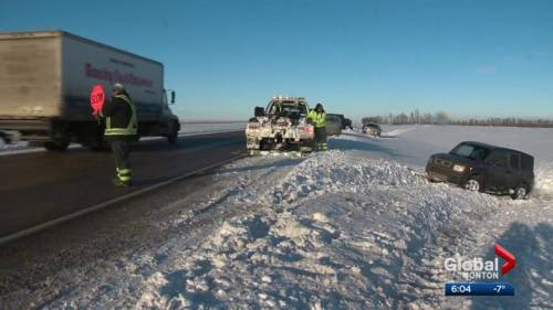 Injured tow truck drivers renews calls for change in Alberta