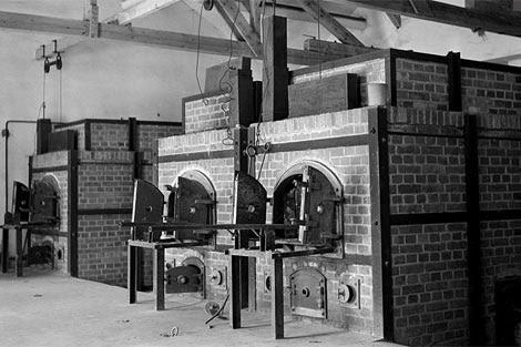 Los hornos crematorios del 'eficaz' campo de Dachau. | Magnum Photos