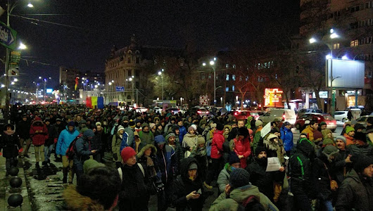 Romanians protest against amnesty and pardon bill proposed by Minister of Justice Florin Iordache