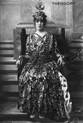 Sarah Bernhardt como Teodora de Bizancio