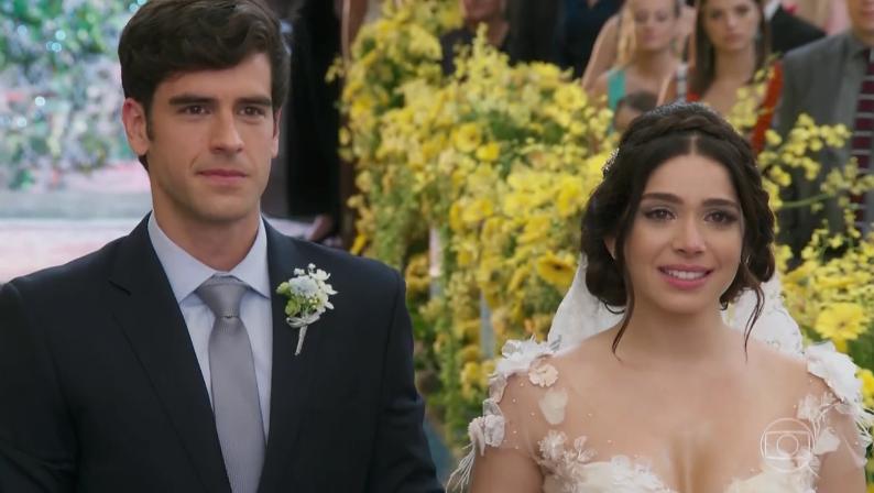 """Felipe (Marcos Pitombo) e Shirlei (Sabrina Petraglia) em cena de """"Haja Coração"""" (Foto: Reprodução/Globo)"""