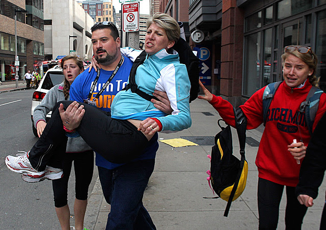 Former NE Patriot Joe Andruzzi Helps Another Runner At The Boston Marathon