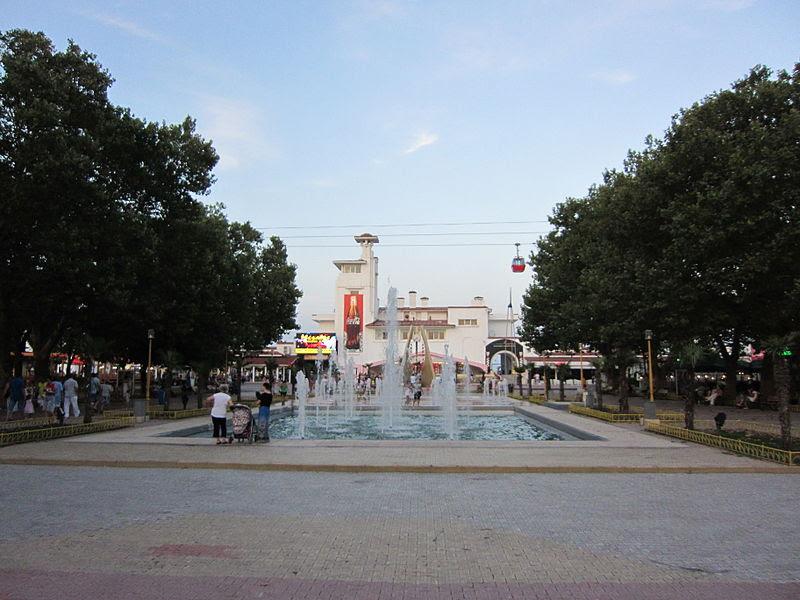 File:Mamaia, Romania 001.jpg