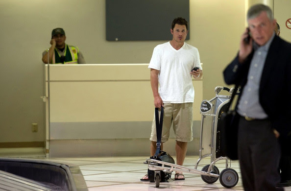 Nick Lachey Nick Lachey has a heated discussion on his cell phone while waiting for his baggage at Los Angeles International Airport (LAX).