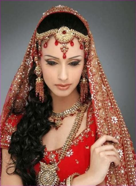 Simple trending South Indian bride hairstyle to try on