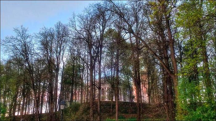 Мавый Дворец и холм-пирамида в Царицыно/3673959_12 (700x393, 87Kb)
