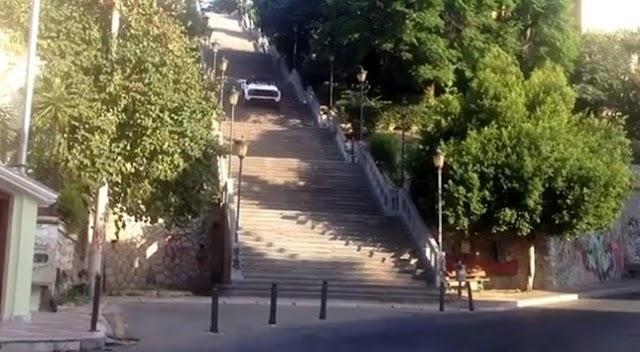 Πάτρα: Γκάζωσε και τα κατάφερε - Ανέβηκε με αυτοκίνητο 193 σκαλιά!