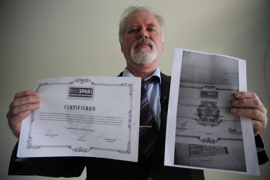 Dono de faculdade com credencial vencida emitiu diplomas falsos