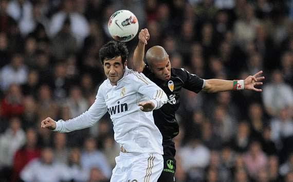 Raúl Albiol, Sofiane Feghouli - Real Madrid vs Valencia
