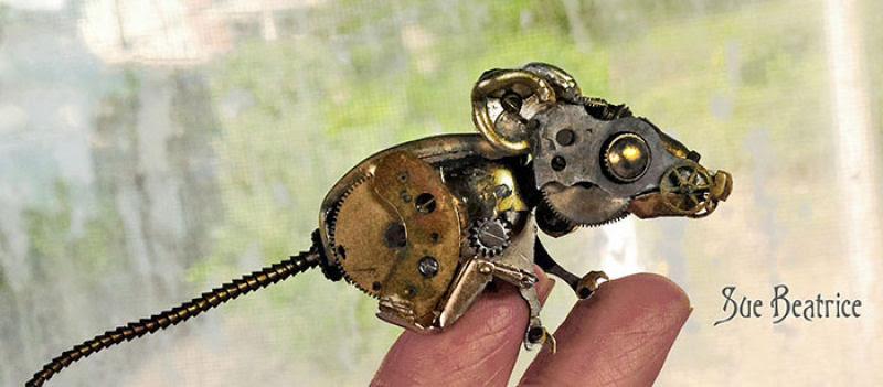 Pequenas esculturas steampunk feitas à base de relógios reciclados 06