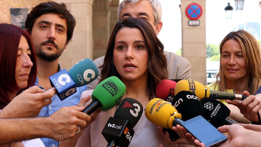Arrimadas afirma que el acto de los alcaldes catalanes refleja que no habrá referéndum
