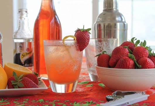 Sparkling Strawberry Cocktail #SundaySupper #FLStrawberry - Sunday Supper Movement