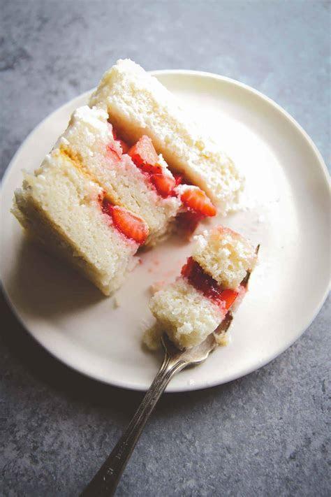 Best ever wedding cake recipe   white almond buttercream