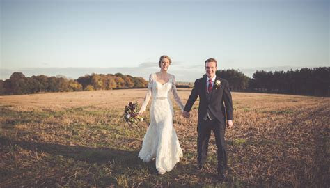 Wedding Advice   Real Brides Wedding Tips   Curradine Barns
