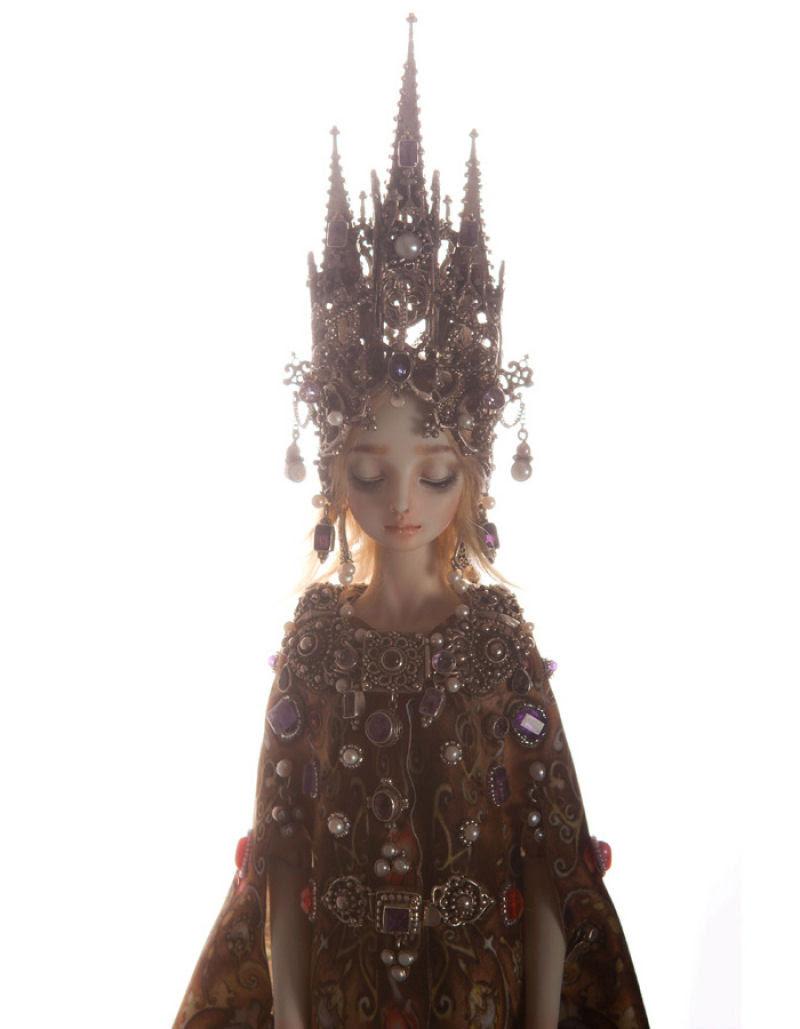 Elegantes bonecas lacrimejantes transmitem a complexidade das emoções humanas 10