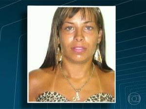 Melissa foi identificada por câmeras de segurança durante o ato de vantalismo (Foto: Reprodução/TV Globo)