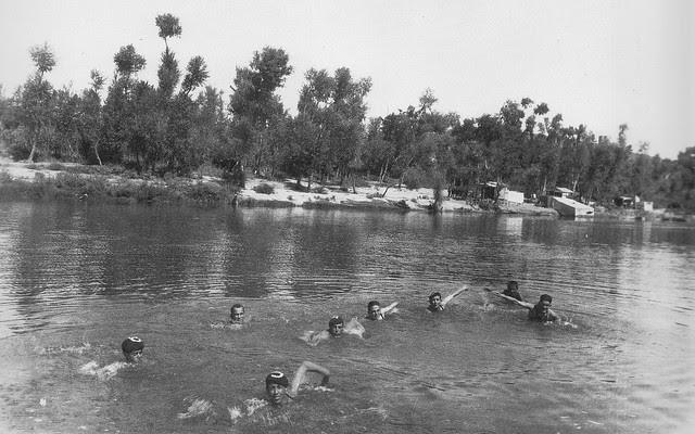 Competición de natación en el río Tajo en Toledo. Años 20, Fotografía Rodríguez.