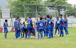 time de juniores do Flamengo no treino (Foto: Janir Junior / GLOBOESPORTE.COM)