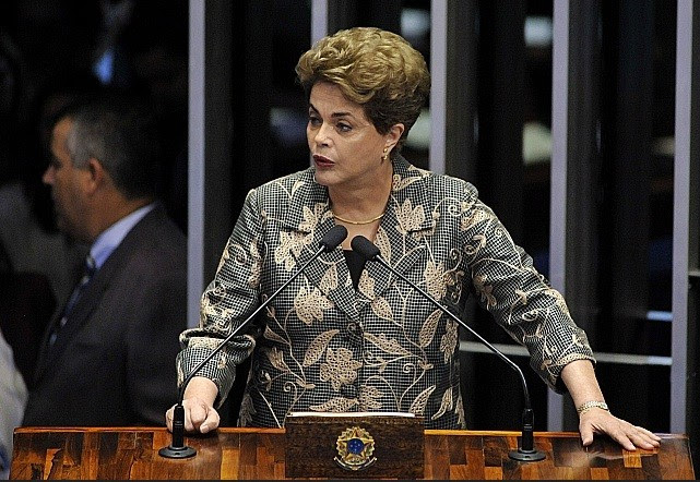 Dilma Rousseff se defende no Senado. Alex Ferreira
