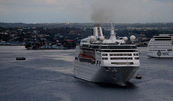 Trump podría limitar los viajes de ciudadanos estadounidenses a Cuba, así como el accionar de las compañías de cruceros y las aerolíneas. Foto: Ismael Francisco/ Cubadebate.