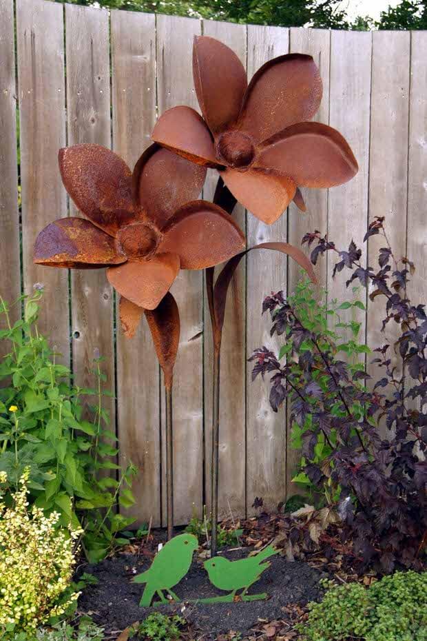 Rusty Metal Garden Decor | The Garden Glove
