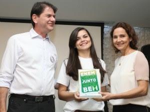 Aluna de escola pública de Horizonte é aprovada em medicina (Foto: Governo do Estado/Divulgação)