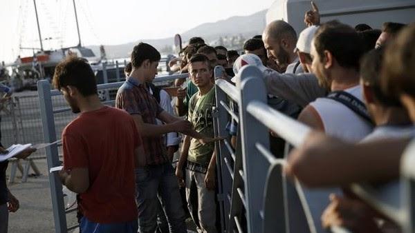 حوار بين مقيم ومهاجر