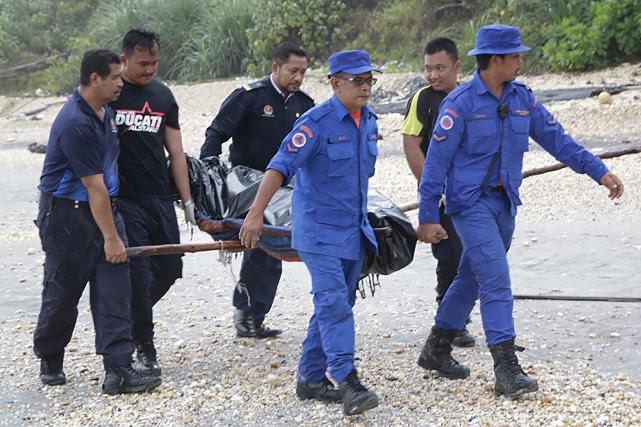 Les premiers cadavres ont été découverts lundi matin... (Photo Agence france-presse)