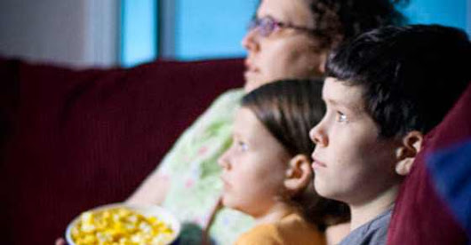 5 Tips to Great Family Movie Nights - Pulling Curls
