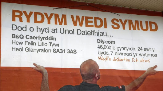 B&Q Welsh translation gaffe directs shoppers to US - BBC News