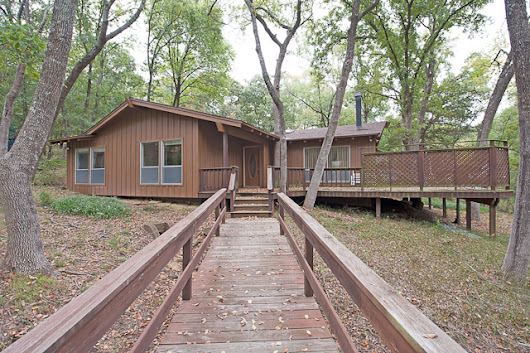 Cabin in the woods at Lake Texoma!