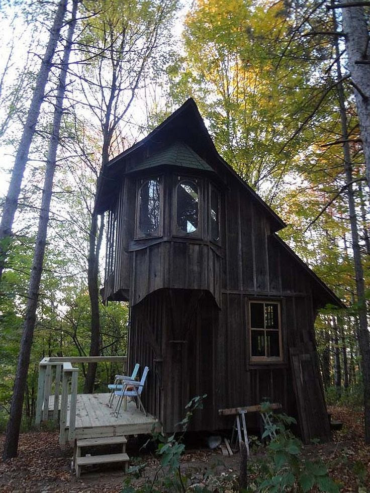 An eccentric 200 sq ft cottage in Michigan http www