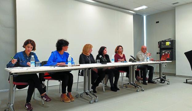 Alquileres. Ayuntamiento, Adiskidetuak, Acubi y Agentes de la Propiedad estuvieron en octubre en Palmera-Montero para aclarar dudas sobre los cambios legislativos en los arrendamientos./F. DE LA HERA