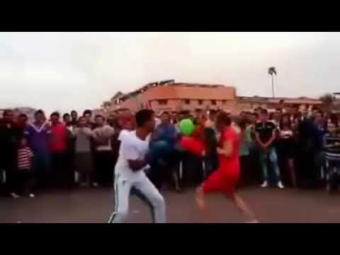 Jamaa El Fna: American Tourist Wins Boxing Match Against Moroccan Entertainer