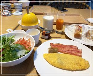 コロナ禍の朝食ブッフェはほんと大変。でも好きなものを好きなだけ。