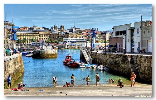 Pequeno porto de San Sebastian by VRfoto