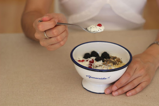 Yogurt con semillas de chia y frutos rojos - IN FRONT ROW STYLE